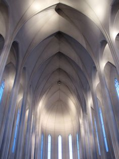 The interior of Hallgrímskirkja church, Reykjavik, Iceland (by o palsson)