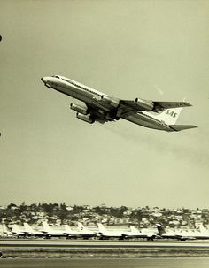 """January 24, 1961: First flight of the Convair 990 Coronado, an American narrowbody jet airliner, """"stretched"""" version of their earlier Convair 880."""