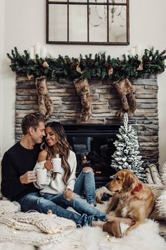 christmas couple mia mia mine with golden retriever luna and husband phil Xmas Photos, Family Christmas Pictures, Christmas Couple, Holiday Pictures, Winter Photos, Christmas Photo Cards, Family Photos, Christmas Card Photo Ideas With Dog, Winter Couple Pictures