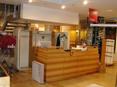 1.1 Il banco cassa di un negozio, come sceglierlo? Liquor Cabinet, Storage, Furniture, Home Decor, Purse Storage, Homemade Home Decor, Larger, Home Furnishings, Interior Design