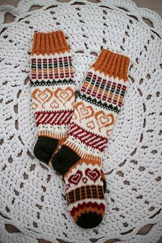 Fair Isle Knitting, Knitting Socks, Hand Knitting, Woolen Socks, Rainbow Dog, Designer Socks, Knit Patterns, Knitting Projects, Arm Warmers