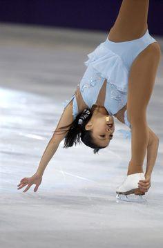 Gymnastics Pictures, Sport Gymnastics, Artistic Gymnastics, Hot Figure Skaters, Figure Skating Costumes, Ice Dance Dresses, Figure Skating Dresses, Kim Yuna, Katharina Witt