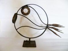 Escultura pez de hierro.