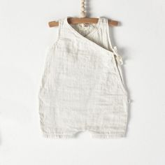 Bacabuche Kimono Baby Romper in Dove Grey Sleeveless short baby romper in an airy pale grey double gauze cotton milled in Japan.So dang cute!Children and YoungOrganic and modern clothing for kids including Bobo Choses, Rylee & Baby Girl Fashion, Toddler Fashion, Kids Fashion, Baby Kimono, Baby Dress, Baby Boy Outfits, Kids Outfits, Baby Overall, Vestidos Vintage