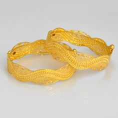 Owing to Marathi religious & traditional value, we offer exquisite range of latest designs for Indian traditional gold diamond jewellery, maharashtrian wedding / bridal ornaments and designer Indian jewellery. Plain Gold Bangles, Gold Bangles Design, Gold Earrings Designs, Gold Jewelry For Sale, Gold Jewellery, Quartz Jewelry, Traditional, Kerala, Ornaments