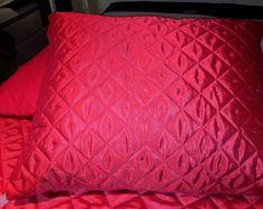 Essenza sprei Diamant rood, , glans,chinz,kussensloop 60 x 70 cm.achter zijde uni rood,essenza design Slaapkamers, bedtextiel, sierkussens en accessoires  www.theobot.nl Zwaag / Hoorn