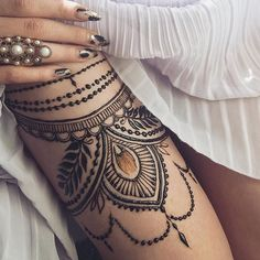 Mesmerizing thigh piece by Anna – Henna Mehndi Tattoo, Henna Thigh Tattoo, Girl Thigh Tattoos, Henna Ink, Leg Tattoos Women, Henna Body Art, Henna Mehndi, Tattoo Girls, Mehendi
