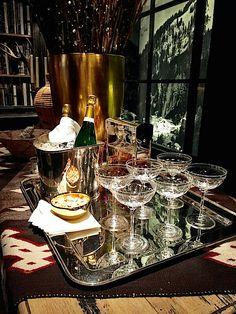 Ralph Lauren Gold Creek Lodge – Home Decor Ideas – Interior design tips Drinks Tray, Beverages, Ralph Lauren Style, Vintage Bar, Deco Table, Gentleman Style, Bars For Home, Entertaining, Victorian