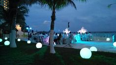 Esferas iluminadas gigantes #LoveMemories #Weddings