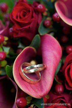 #ringen #boeket #rozen #calla #rood #goud #diamantje #rings #bouquet #roses #callalily #red #gold #diamond