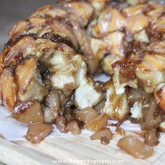 I think I died and went to heaven... Apple Pie Monkey Bread recipe. This is so easy!