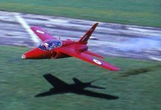 Old School Low Passes. An RAF Folland Gnat mows the grass at RAF Fairford in Red Arrow Plane, Raf Red Arrows, Fighter Aircraft, Fighter Jets, Folland Gnat, Airplane Crafts, Aircraft Pictures, Royal Air Force, Military Aircraft