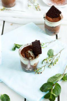 Schokoladen Kuchen mit Pfefferminz Creme im Glas // Chocolate Cake with Mint…