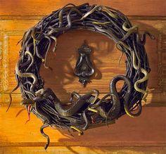 Motion Activated/Animated Snake Wreath - Really cool Halloween decoration! Diy Halloween, Halloween Yard Decorations, Outdoor Halloween, Holidays Halloween, Halloween Wreaths, Halloween Clothes, Halloween Stuff, Holiday Wreaths, Holiday Decorations
