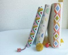 手刺繍ブックカバーver1
