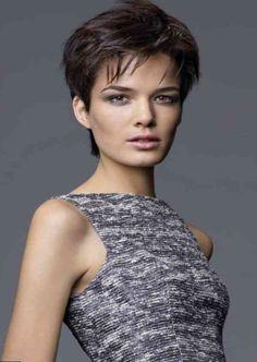 """Résultat de recherche d'images pour """"cheveux courts visage rond femme 50 ans"""""""