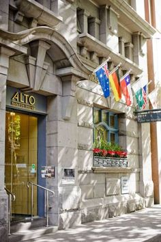 Alto #Hotel in #Melbourne is a great place to visit with the whole family. Etihad Stadium and Melbourne Aquarium are each a 10-minute walk away, making this the most perfect #getaway hotel in #Australia!