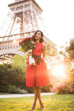 Romantic and pretty picture of Gary Pepper Girl Nicole Warne in Paris next to the Eiffel Tower. Day Date Outfits, Valentine's Day Outfit, Outfit Of The Day, Outfit Ideas, Dress Ideas, Gary Pepper Girl, Chic Outfits, Girl Outfits, Nicole Warne