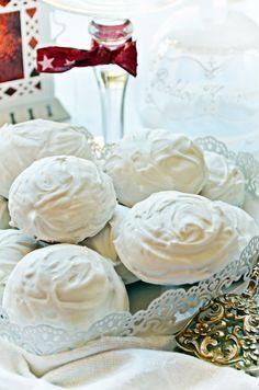 Rögtön puha mézes puszedli (bögrésen is) Hungarian Desserts, Hungarian Cake, Hungarian Recipes, Vegan Desserts, Fun Desserts, Candy Cookies, Vegan Thanksgiving, Baking And Pastry, Christmas Sweets