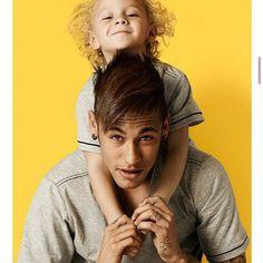 Pés Pro Alto: Como é a relação de vocês? Neymar Jr.: É uma relação maravilhosa. Ele me fez ser uma pessoa melhor, trouxe alegria pra casa. Hoje eu sei o significado da palavra pai, do que é ser pai, porque ele me completa. Pés Pro Alto: Quer ter mais filhos? Neymar Jr.: Quero! Sempre quis ter gêmeos.
