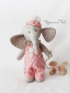 5 Free Patterns + 1 tutorial ( Plush Elephant) Handmade Stuffed Animals, Sewing Stuffed Animals, Stuffed Animal Patterns, Elephant Fabric, Elephant Pattern, Animal Sewing Patterns, Doll Patterns, Bear Patterns, Elephant Peluche