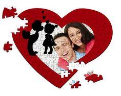 Grafica con bambini su puzzle a cuore