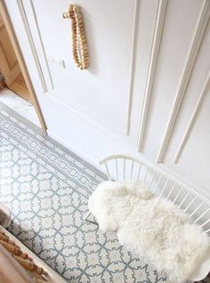 The World's Most Beautiful Tile Floors – Decorating Foyer Design Museum London, Flur Design, Wall Design, Small Entryways, Interior Stairs, House Entrance, Home Decor Accessories, Entryway Decor, Home Remodeling