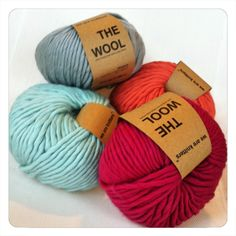 We are Knitters - The wool. Merino Wolle in den Farben Aquamarin, Grau, Rosa und Pink.
