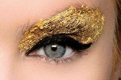 propuesta de Fendi Beautiful Eye Makeup, Beautiful Eyes, Fendi, Gold Skin, Golden Eyes, Makeup For Green Eyes, Sun And Stars, Make Up Your Mind, Color Psychology