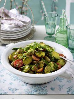 Unser beliebtes Rezept für Backkartoffelsalat mit Rucolapesto und mehr als 55.000 weitere kostenlose Rezepte auf LECKER.de.