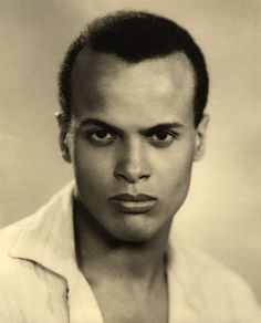 Harry Belafonte March 1927 Singer/Actor Harry Belafonte is born in New York. HARRY BELAFONTE is the son of Caribbean-born immigrants, he became one of the most popular vocalists of the postwar era. Harry Belafonte, Hollywood Actor, Classic Hollywood, Old Hollywood, Hollywood Glamour, Olivia De Havilland, Sunset Boulevard, Calypso Music, Black Celebrities