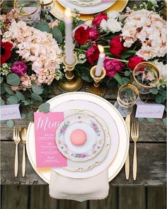We need a few more minutes to recover from the beauty of this place setting. Insanely gorgeous!      @ashleytingley #rose #blush #macarons #tablescape #tablesetting #stylish #brides #roses #floral #weddingflowers #flowers #fabulous #weddingstyle #styles #stylediaries #dreamwedding #elegantweddings #wedding #weddings #weddinginspiration #weddingphotography #luxurywedding #weddingstyle #weddingdesigns #summerweddings #springweddings  #weddingreception #weddingphotographer #burlapandsilk…