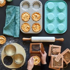 They say, they way to a persons heart is through their stomach! With the Mini Pie Gift-Making Set, you have everything you need to win over someones heart and stomach.