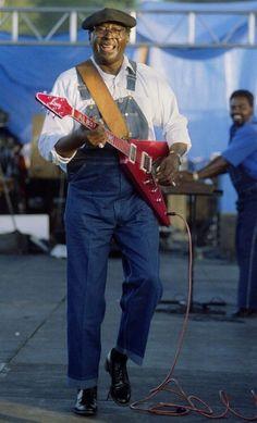 ALBERT KING with left-handed Gibson Flying V