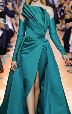 Close up: Elie Saab Haute Couture Haute Couture Dresses, Haute Couture Fashion, African Fashion Dresses, Fashion Outfits, Turquoise Fashion, Drape Gowns, Elegant Dresses, Runway Fashion, Designer Dresses