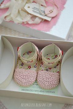 crochet baby sandals - besenseless.blogspot.com