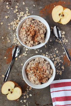 Apple Cinnamon Overnight Oats {gluten-free and vegan} // Tasty Yummies *Super easy to throw together the night before, this healthy breakfast is great after your early morning workout*