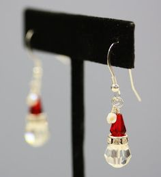 Santa Hat Earrings: Easy Instructions from Bead World! These are adorable and anyone can make them!