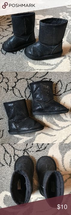 Girls boots Children's Place size 6 black sparkly boots, warm fuzzy inside, looks cute with leggings and jeggings, as always comes from a smoke and pet free household Children's Place Shoes Boots