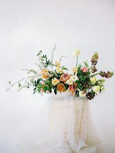 Boho Wedding Bouquet, Romantic Wedding Flowers, Bridal Shower Centerpieces, Wedding Reception Centerpieces, Bridal Session, Wedding Welcome, Floral Arrangements, Wedding Inspiration, Inspired