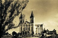 The Baguio Cathedral, circa just after WWII showing some war damage. Notice the burnt out building behind. Philippines Culture, Philippines Travel, Old Photos, Vintage Photos, Filipino Architecture, Filipiniana, Baguio, Manila, Historical Photos