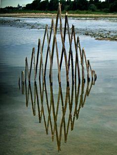 un-artiste-utilise-le-reflet-de-leau-et-la-lumiere-pour-creer-des-oeuvres-symetriques-hypnotisantes2