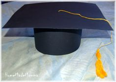 A hat for graduation: how to make a touch- Un cappello per la laurea: come realizzare un Tocco A hat for graduation: how to make a Touch Trendy Ideas achieve Room from - Kindergarten Graduation, Graduation Cards, Goodie Bags, Party Hats, Carina, Hobby, Origami, Diy, Touch