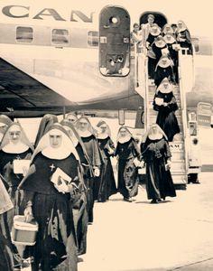 a principios de la década de los 60's  un vuelo especial de Pan Am Airways, con destino a Miami desde La Habana, aterrizaba en el Aeropuerto Internacional de Miami el 18 de mayo del 1961. Las religiosas formaban parte de uno de los grupos forzados a dejar su Patria por ordenes del nuevo gobierno Revolucionario de Cuba. Al finalizar el año 1961, el personal religioso se había reducido a 200 sacerdotes, 43 comunidades femeninas y 17 masculinas con un personal total de menos de mil personas.