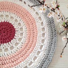 #alfombra #ganchillo #hechoamano #rosa #blanco #gris
