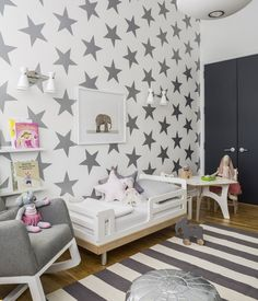 Shared kids room with stars