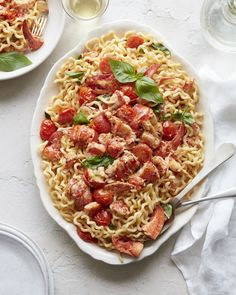 Grab the recipe for this succulent Summer Lobster Pasta with fresh lobster meat, tons of cherry tomatoes, herbs, lemon and more! Fish Recipes, Seafood Recipes, Pasta Recipes, Dinner Recipes, Cooking Recipes, Healthy Recipes, Healthy Food, Lobster Pasta, Deserts