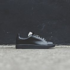 Yohji Court silhouette Suede upper Canvas lining logo on heel Embroidered Yohji Yamamoto detailing Flat cotton laces Rubber cupsole Style: Color: Black / Core White Material: Suede 3 Logo, Yohji Yamamoto, Cotton Lace, Color Black, Core, Oxford Shoes, Dress Shoes, Heel, Silhouette