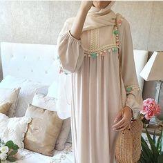 Kaftan dresses in neutrals - Trendy Dresses Modern Hijab Fashion, Islamic Fashion, Abaya Fashion, Muslim Fashion, Modest Fashion, Fashion Dresses, Dresses Dresses, Fashion Tips, Stylish Dresses For Girls