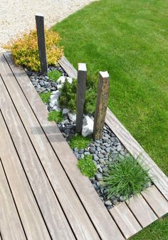 Terrasse bois - La Bridoire (Savoie - - mai 2015 - New Ideas Garden Planning, Patio Plants, Wooden Terrace, Backyard Patio, Patio Garden, Small Backyard Landscaping, Patio Stones, Backyard Landscaping, Backyard